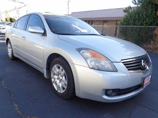 2009 Nissan Altima 25 Up for sale is this frontline ready 2009 Nissan Altima 25 that is Silver i