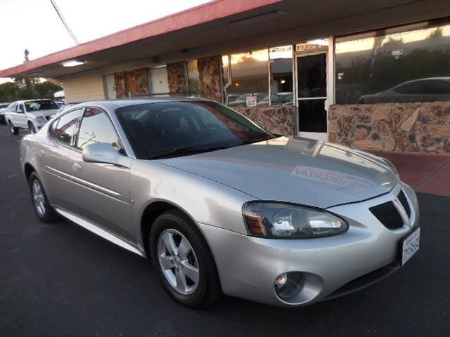 2008 Pontiac Grand Prix Sedan 4D Now offering an immaculate 2008 Pontiac Grand Prix Sedan 4D tha