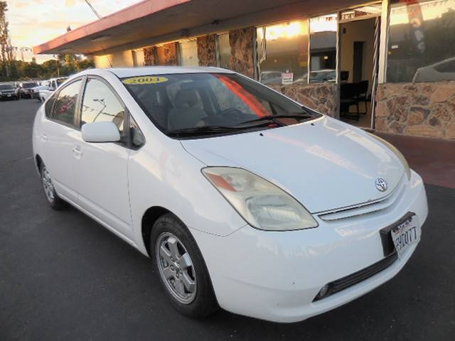 2004 Toyota Prius 4-Door Liftback Now offering a super nice 2004 Toyota Prius 4-Door Liftback that