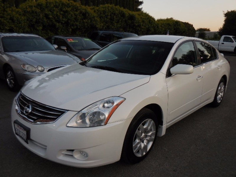 2007 Nissan Altima 35 SE Sedan 4D Now offering an outstanding 2007 Nissan Altima 35SL with 4 New