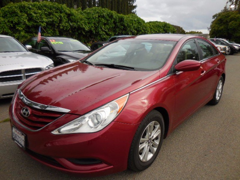 2011 Hyundai Sonata GLS Auto Now offering an nice 2011 Hyundai Sonata that is Maroon in color and