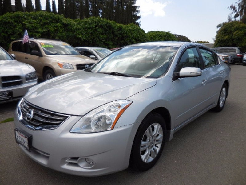 2011 Nissan Altima 25 SL Sedan 4D Up for sale is a sublime 2011 Nissan Altima SL that is Silver i