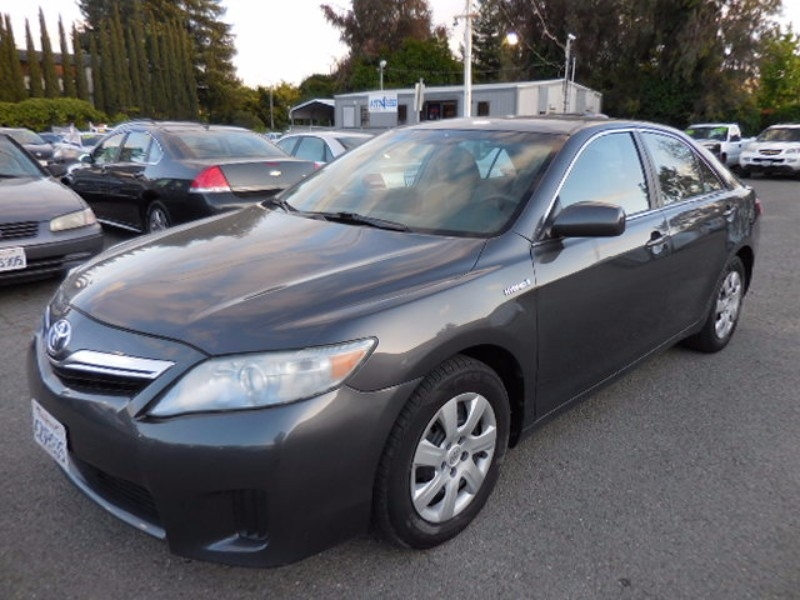 2010 Toyota Camry Hybrid Sedan NICE CONDITION IN OUT CLEAN TITLE LOOKS RUNS GREAT PRICED FOR