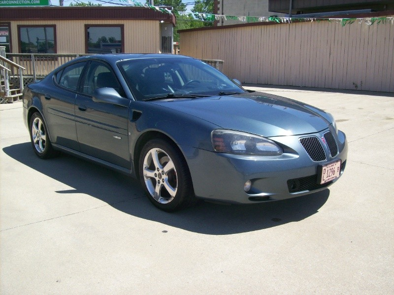 2006 pontiac grand prix gxp inventory crossroad car connection auto dealership in. Black Bedroom Furniture Sets. Home Design Ideas
