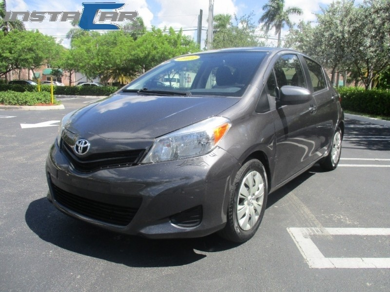 2013 Toyota Yaris 5dr HB Auto LE Very clean in and out Gray Black 86226 miles Stock 566863 V