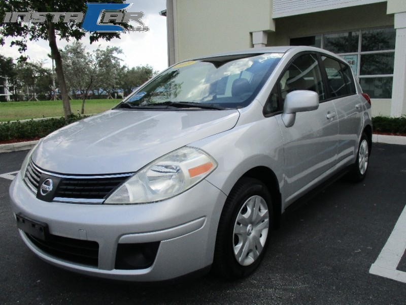 2009 Nissan Versa 5dr HB I4 CVT 18 SL FE Very good condition very clean in and out Silver Gray