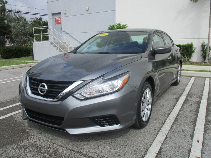 2016 Nissan Altima Beautiful vehicle everything working perfectly fine very clean in and out Gray