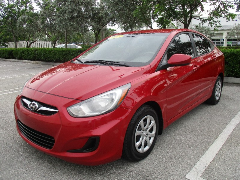 2012 Hyundai Accent 4dr Sdn Auto GLS Beautiful vehicle very well kept interior and exterior very c