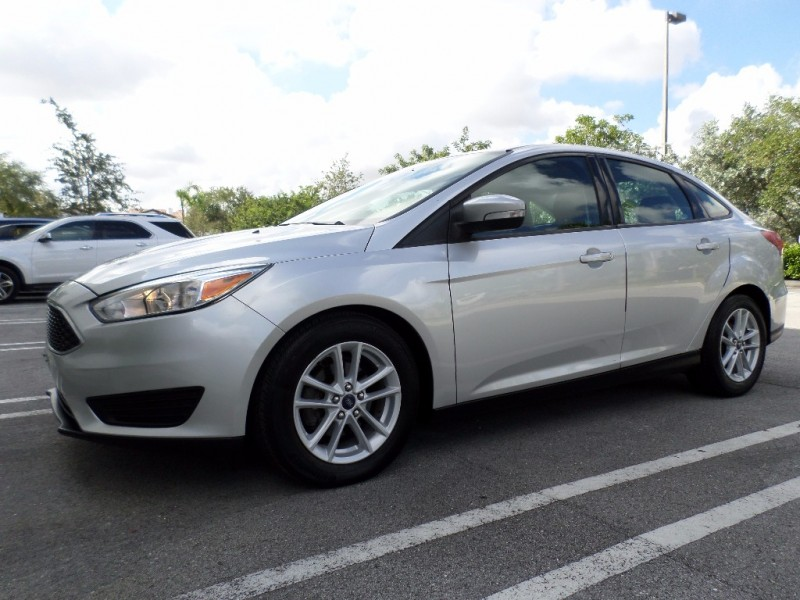 2016 Ford Focus 4dr Sdn SE exteriorThe 2016 Focus compact looks a bit like a miniature version o