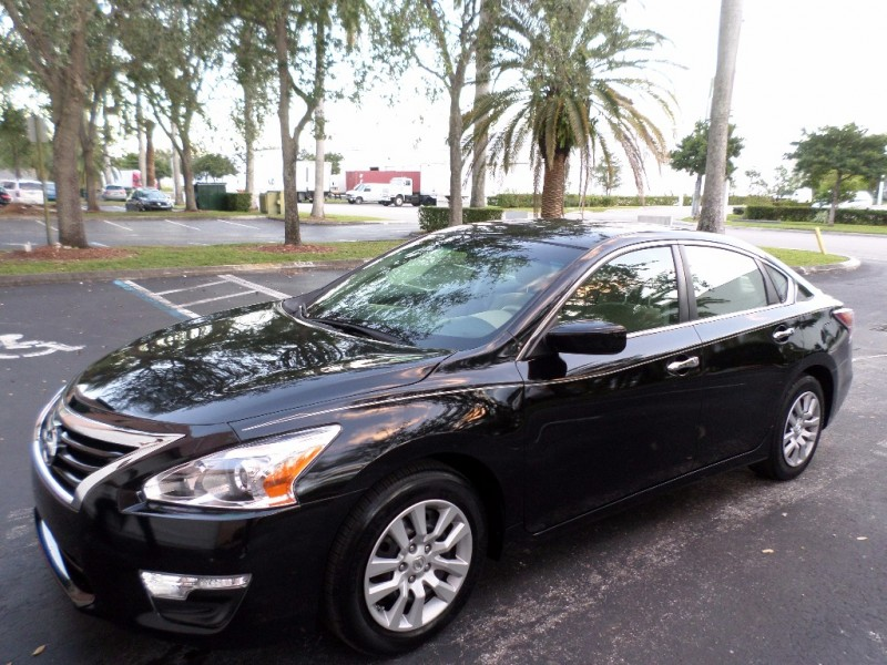 2015 Nissan Altima 4dr Sdn I4 25 S If a roomy and comfortable interior takes priority over sporty