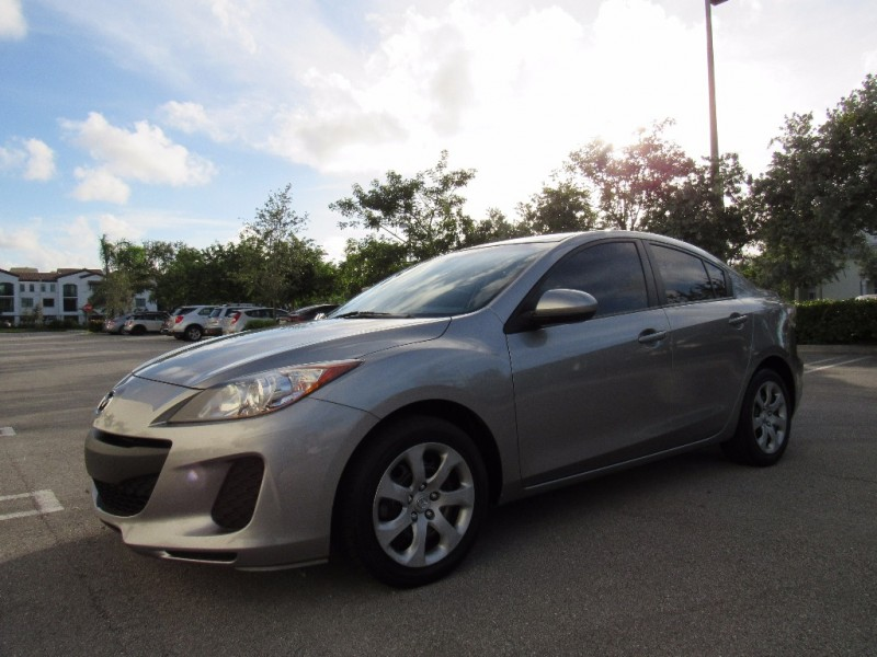 2013 Mazda Mazda3 4dr Sdn Man i SV CLEAN TITLE EXCELENT CONDITIONS Gray Black 89407 miles