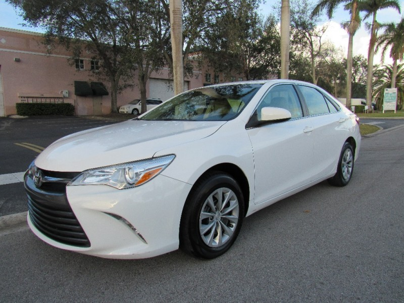 2016 Toyota Camry 4dr Sdn I4 Auto XLE EXCELLENT CONDITIONSThe best-selling car in America conti