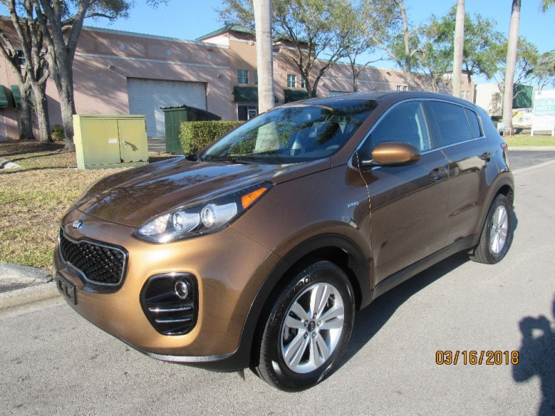 2017 Kia Sportage AWD 4dr LX All-new for 2017 the Kia Sportage compact SUV is sharply dressed ins