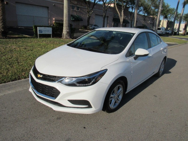 2018 Chevrolet Cruze 4dr Sdn 14L LT w1SD Beautiful vehicle very clean in and out White Gray