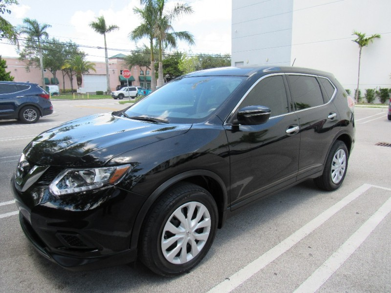 2015 Nissan Rogue FWD 4dr SV Beautiful vehicle very clean in and out Black Beige 27568 miles