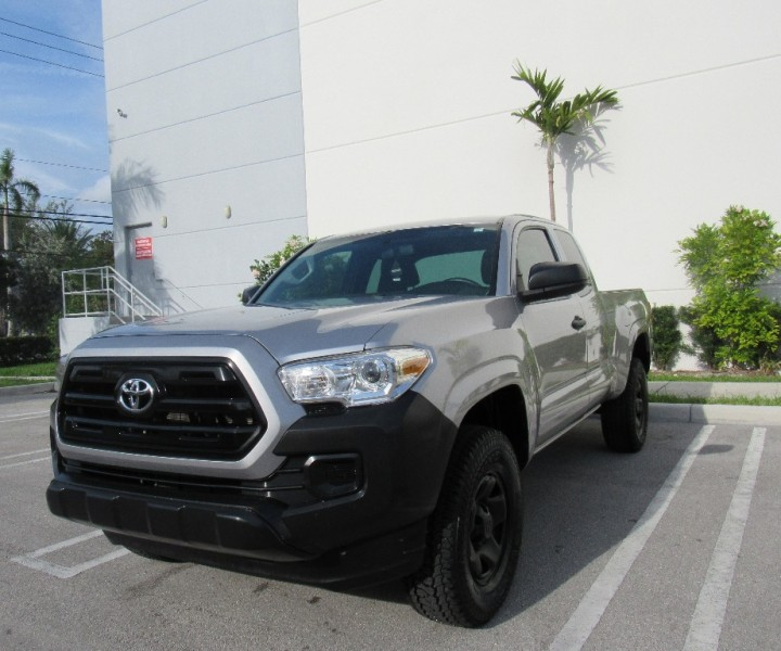 2017 Toyota Tacoma 2WD Access Cab I4 Auto SR Beautiful vehicle ready to be out Gray Gray 2601