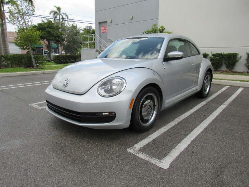 2012 Volkswagen Beetle 2dr Cpe Auto 25L PZEV Beautiful vehicle very clean in and out Silver Bla