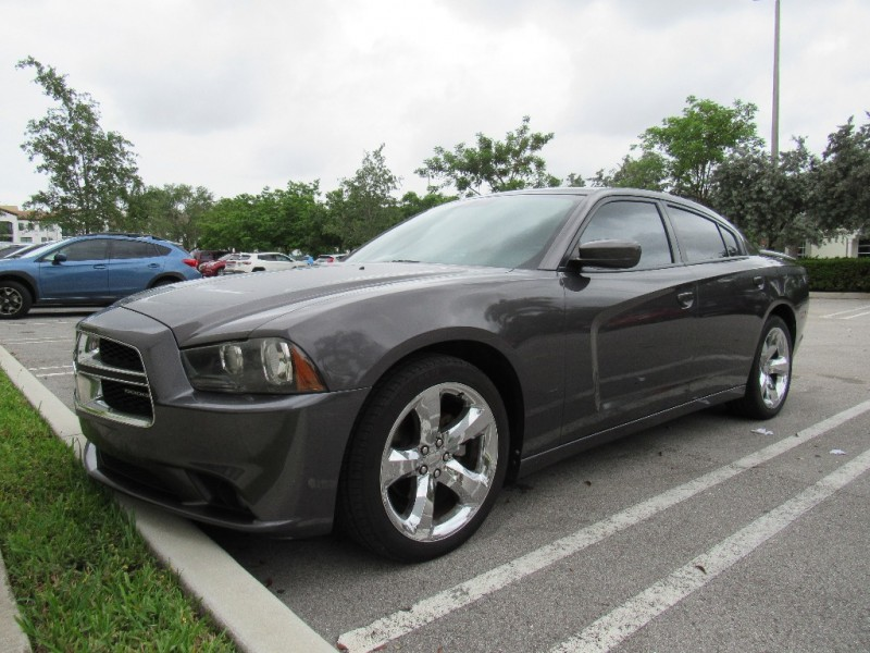 2013 Dodge Charger 4dr Sdn SXT RWD Very clean in and out Gray Black 112863 miles Stock 599987