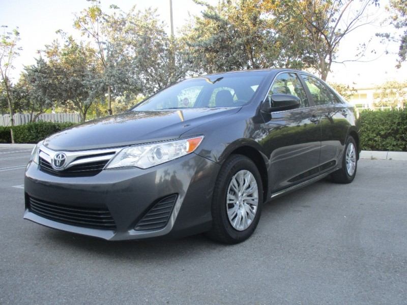 2012 Toyota Camry 4dr Sdn I4 Auto L EXCELLENT CONDITIONS IN AND OUT VERY SOFT RIDE EVERYTHING WO