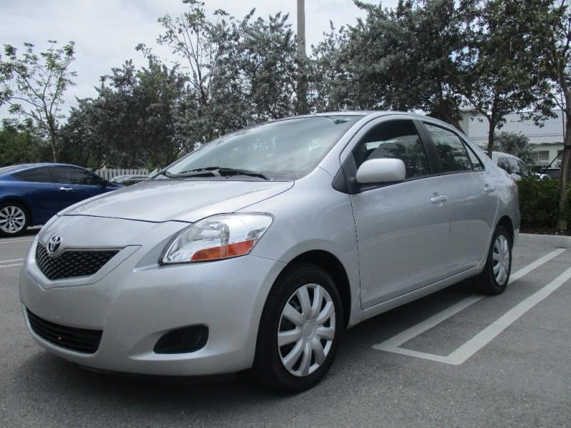 2011 Toyota Yaris 4dr Sdn Auto Silver Black 167289 miles Stock 080539 VIN JTDBT4K32B4080539