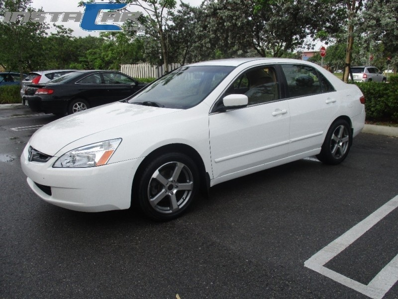 2005 Honda Accord Sdn LX AT 2005 Honda Accord - DEPENDABLE AND DURABLE TO THE MAX White Beige