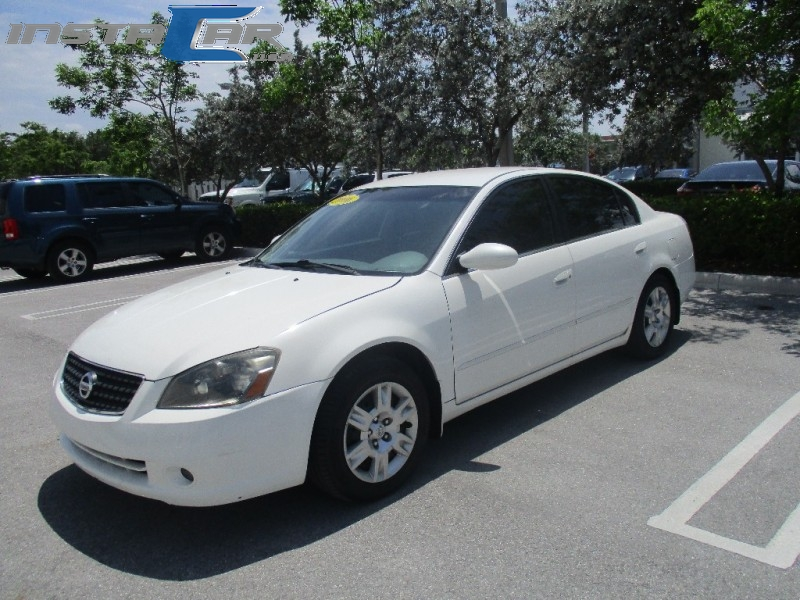 2006 Nissan Altima 4dr Sdn I4 Auto 25 S Very clean in and out White Gray 116884 miles Stock