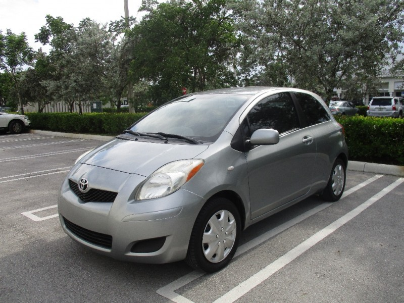 2010 Toyota Yaris 3dr LB Auto Natl Very clean in and out Gray Gray 136541 miles Stock 2815