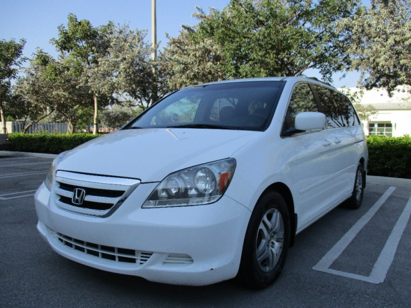 2005 Honda Odyssey 5dr EX-L Very clean in and out White Gray 126886 miles Stock 024582 VIN