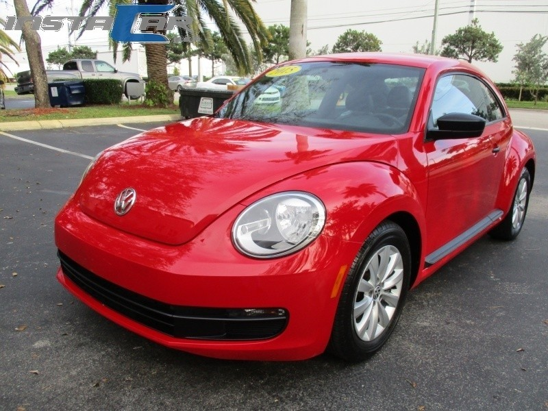 2015 Volkswagen Beetle Coupe 2dr Auto 18T Classic Ltd Avail Very clean in and out Red Gray 4