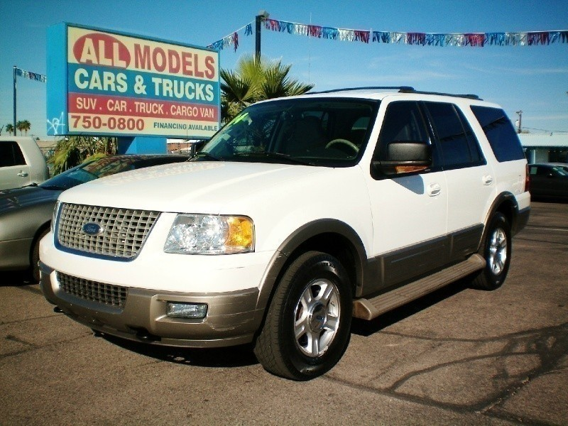2004 Ford Expedition 54L Eddie Bauer 4WD This car is really one of the kind It has all the access