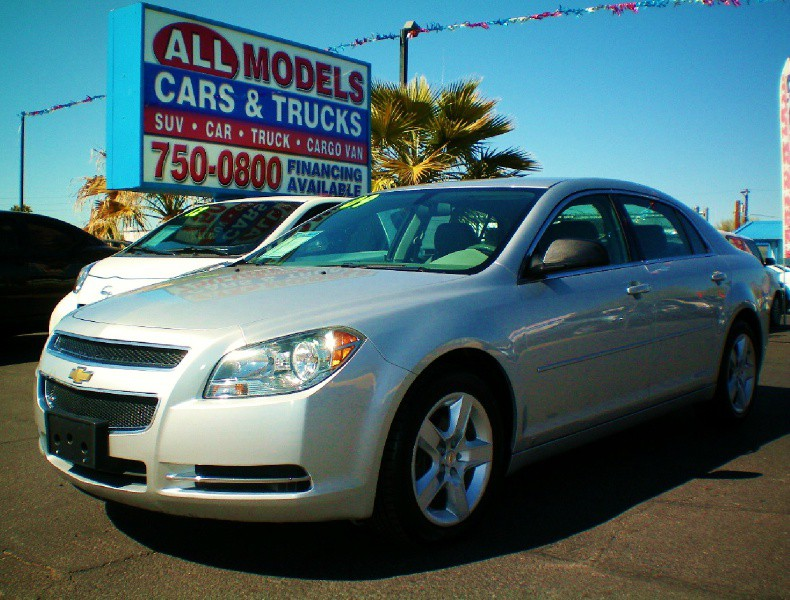 2009 Chevrolet Malibu 4dr Sdn LS w1LS This car is really one of the kind It has all the accessori