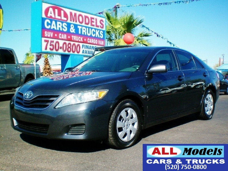 2010 Toyota Camry 4dr Sdn I4 Man LE STOP LOOKING You found your next Car Grate Gas Mileage