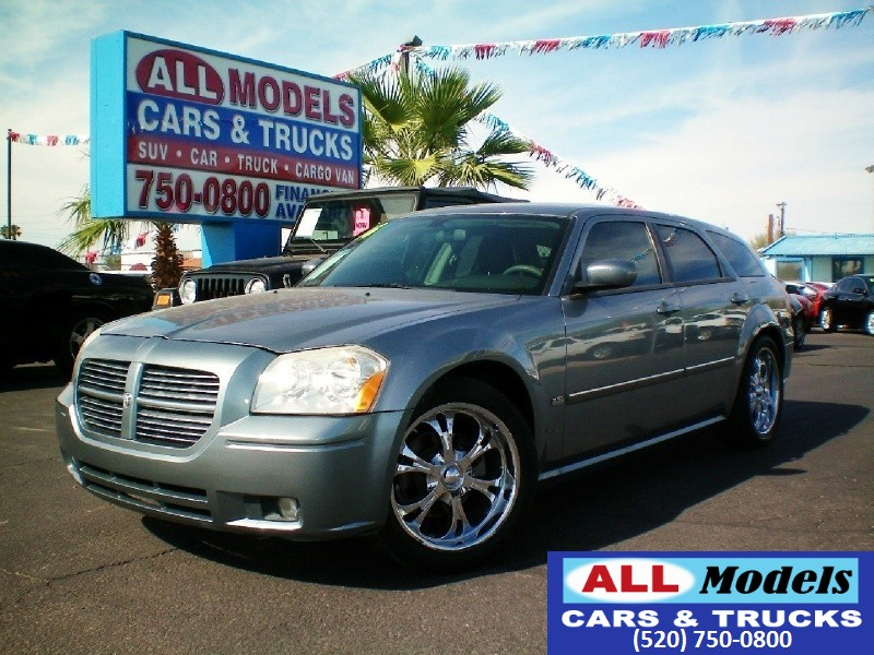 2006 Dodge Magnum 4dr Wgn RWD  STOP LOOKING  YOU FOUND YOUR CAR    This 2006 Dodge Magn