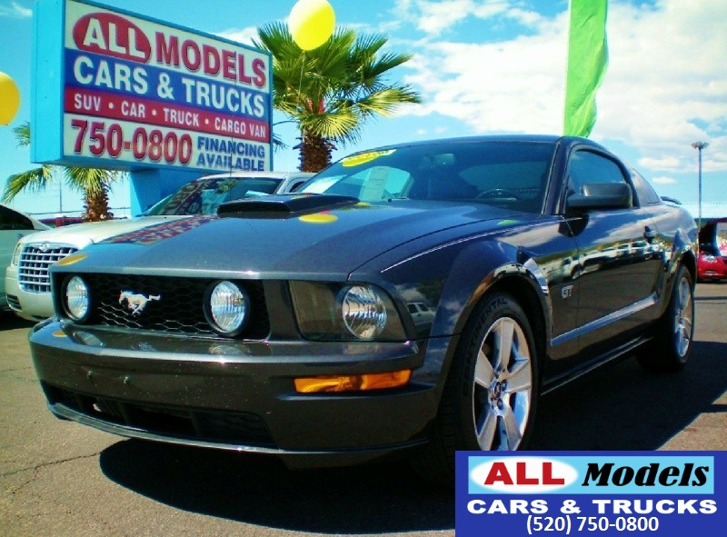 2007 Ford Mustang  2007 Ford Mustang GT Deluxe Coupe  VIN 1ZVHT82H175198125