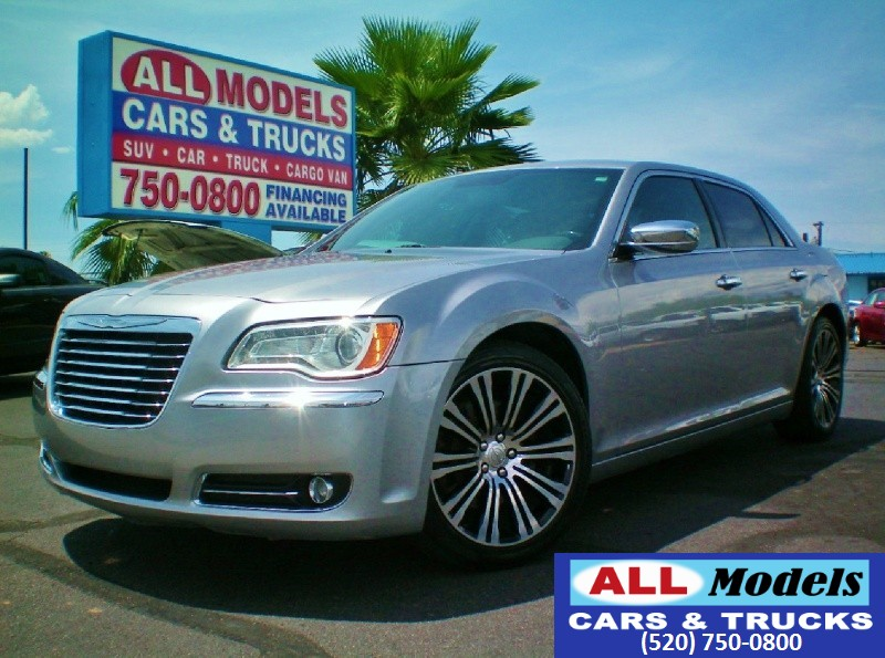 2014 Chrysler 300 4dr Sdn 300C RWD Stunning and Gorgeous is the only way to describe this 2014 Chr