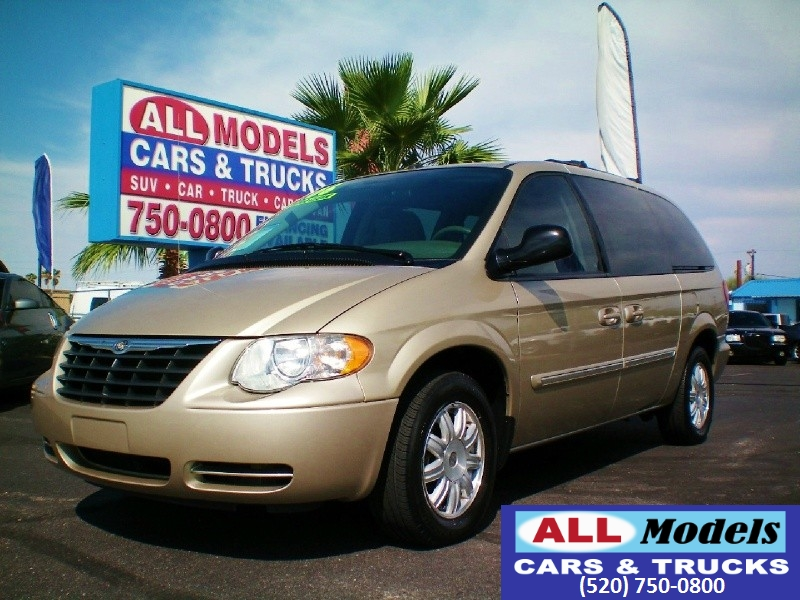 2006 Chrysler Town  Country LWB 4dr Touring   2006 Chrysler Town  Country Touring Minivan