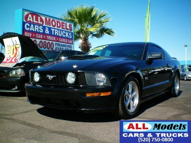 2007 Ford Mustang 2dr Cpe GT Deluxe  2007 Ford Mustang GT Deluxe Coupe 2D VIN 1ZVFT82HX75230092