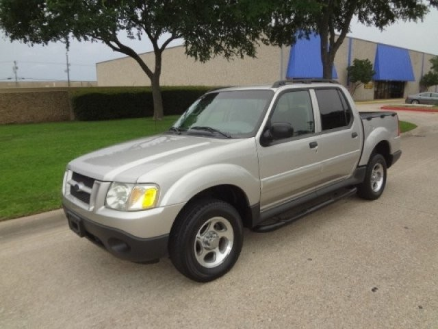 2005 Ford Explorer Sport Trac 4dr 126 WB XLS PRICED BELOW MARKET THIS Explorer Sport Trac WILL