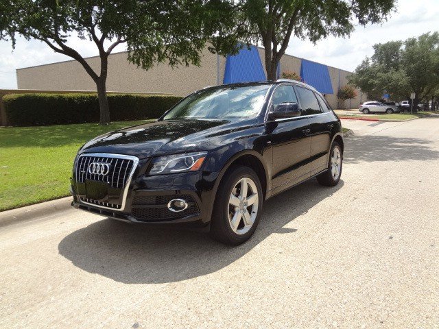 2011 Audi Q5 32L Premium Plus -CARFAX ONE OWNER- PRICED BELOW MARKET THIS Q5 WILL SELL FAST Thi