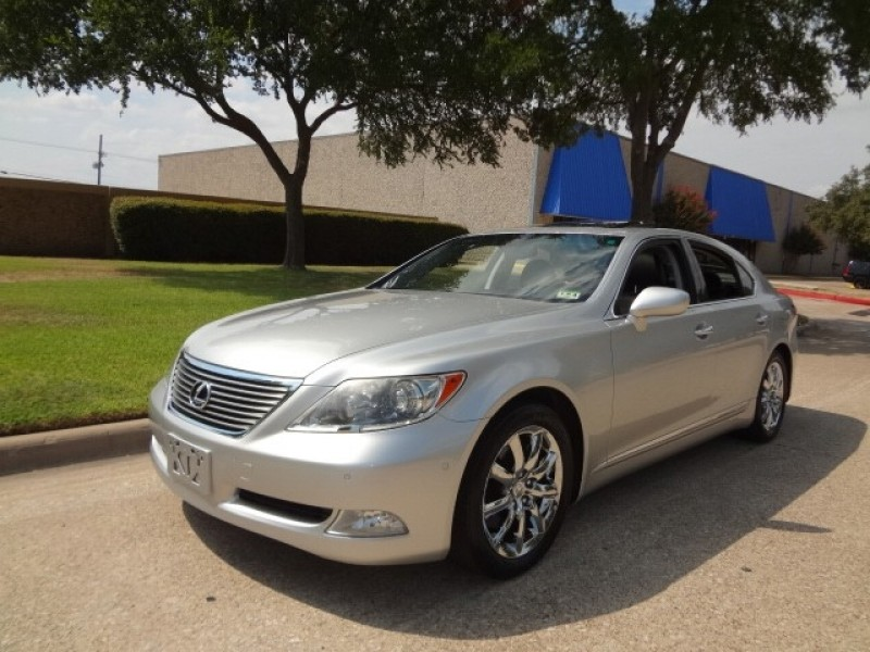 2007 Lexus LS 460 4dr Sdn PRICED BELOW MARKET THIS LS 460 WILL SELL FAST This 2007 Lexus LS 46