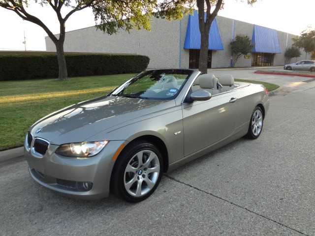 2008 BMW 3 Series 335i This 2008 BMW 3 Series 2dr Conv 335i looks great with a clean Tan interior