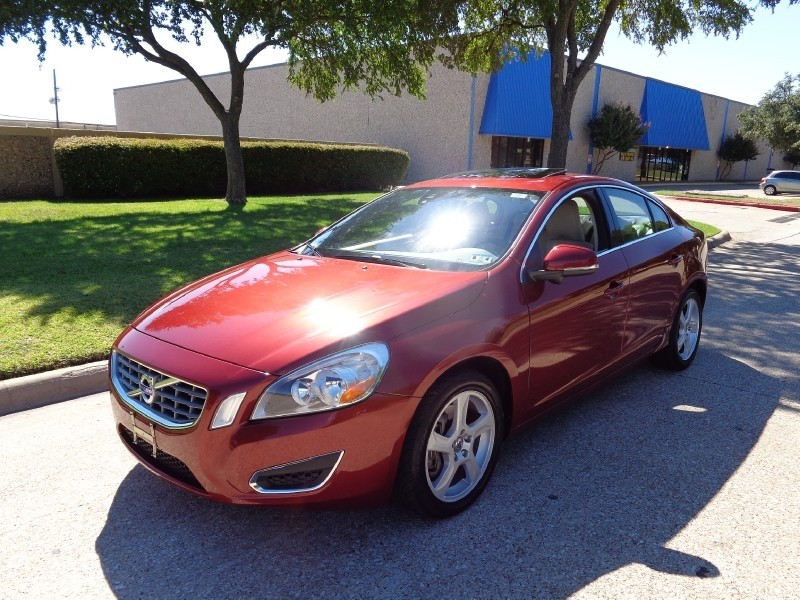 2012 Volvo S60 FWD 4dr Sdn T5 wMoonroof -CARFAX ONE OWNER- PRICED BELOW MARKET THIS S60 WILL SEL