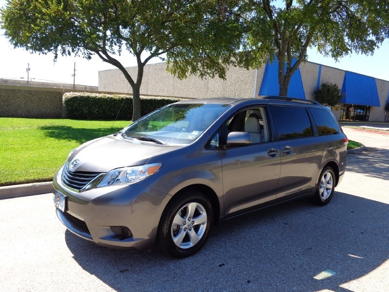 2013 Toyota Sienna 5dr 7-Pass Van V6 LE AAS FWD Carfax One Owner Priced Below the Market This 201