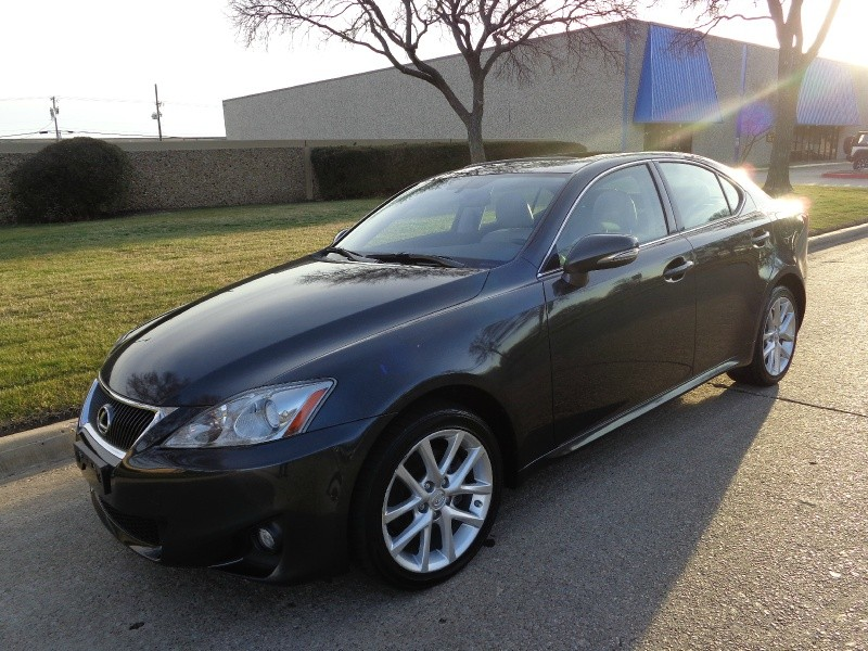 2011 Lexus IS 250 4dr Sport Sdn Auto AWD If youre shopping for an entry-level luxury sedan with