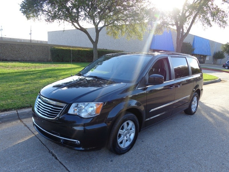 2012 Chrysler Town  Country 4dr Wgn Touring 2012 CHRYSLER TOWN  COUNTRY TOURING FULLY LOADED TV