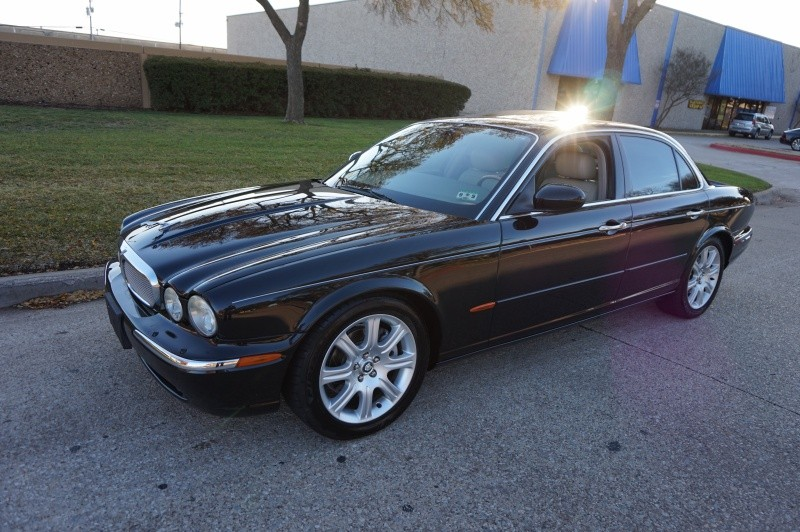 2004 Jaguar XJ 4dr Sdn XJ8 2004 Jaguar XJ8 ONLY 95k MILES IMMACULATE SERVICE RECORDS NEW TIRES W