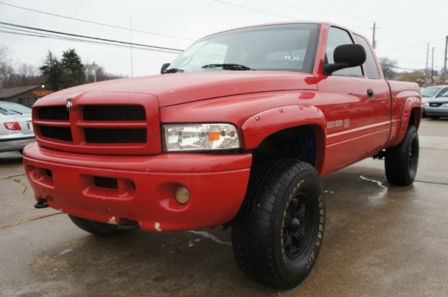 2001 dodge ram 1500 lifted quad cab 4x4 off road clean rust free 1st quality auto mall auto. Black Bedroom Furniture Sets. Home Design Ideas