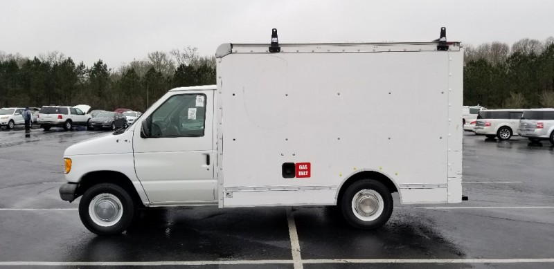 Ford Econoline Commercial Chassis E250, BOX TRUCK 1999 price $6,500