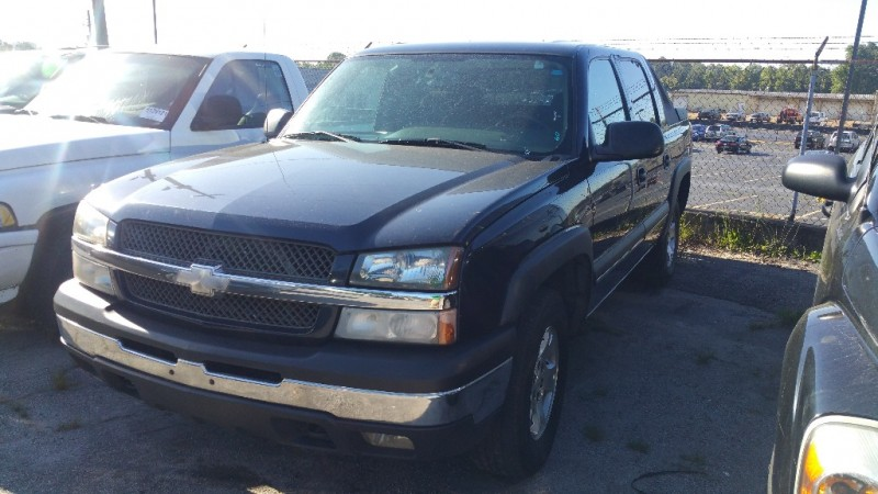 Chevrolet Avalanche 2004 price $6,000 Cash