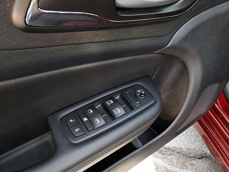 Chrysler 200 2016 price $15,900
